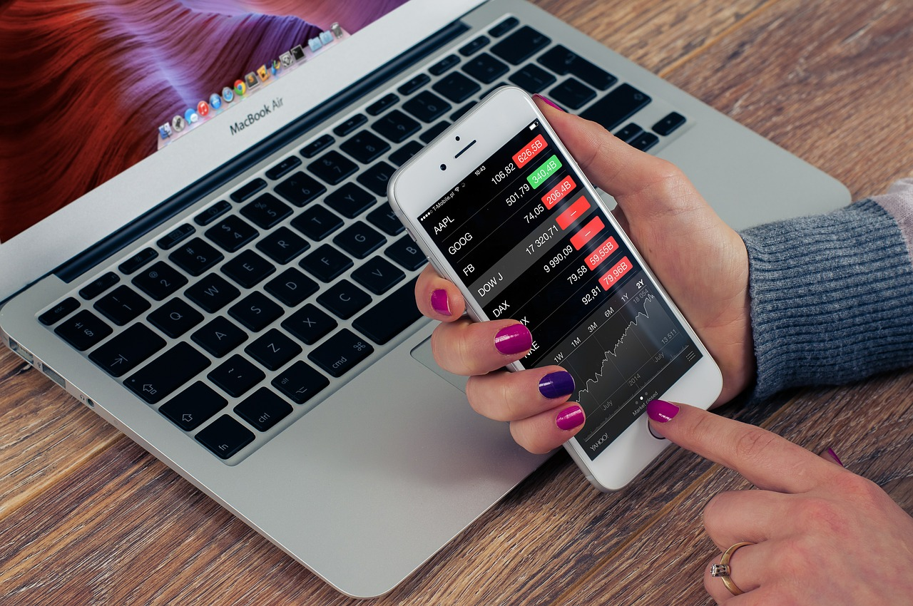 stock, iphone, business-624712.jpg